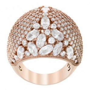 Rose gold ring with zirconia